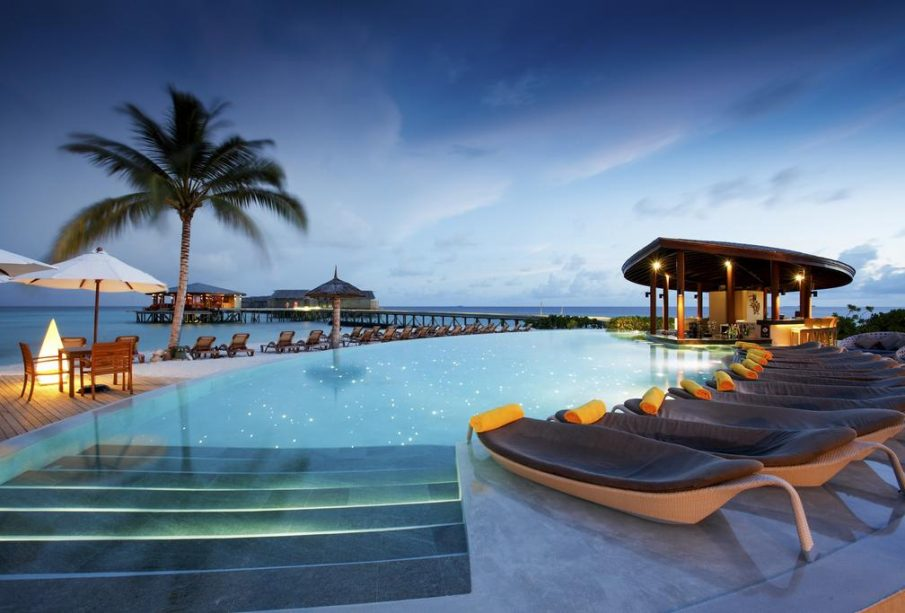 Four Factors to Consider Before Booking a Beachfront Resort